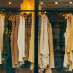 Amazonの転売で服でザクザク稼ぐ3つの秘訣とは?アパレルのうまみ迫ります。